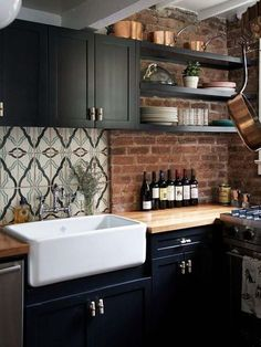 Basic modular kitchen pictures of modular kitchen for a small kitchen,homes with kitchen islands country farmhouse kitchen,french country kitchen cabinets photos rustic kitchen remodel pictures. Industrial Kitchen Design, Rustic Kitchen, New Kitchen, Kitchen Decor, Kitchen White, Kitchen Modern, Timeless Kitchen, Kitchen Interior, Cozy Kitchen