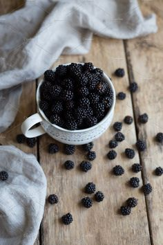 Learn What 4 Berries Can Do For Your Health And Wellness Christmas Recipes For Kids, Fruit Photography, Healthy Groceries, Healthy Fruits, Fruit Recipes, Fresh Fruit, Food Pictures, Blackberry, Food And Drink
