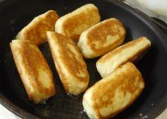 Tvarohové chrumkavé tyčinky do ruky: Pripravte si 300 gramov tvarohu, vajíčka, cukor a domáci fajnový lekvár. Nebudete sa ich vedieť dojesť! - Báječná vareška Hot Dog Buns, Hot Dogs, Teak, French Toast, Breakfast, Sweet, Food, Cakes, Basket