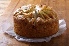 Deze cake is niet moeilijk te maken, handig dus als je visite krijgt, maar weinig tijd hebt om in de keuken te staan. De peren hoeven niet helemaal rijp te zijn, maar ze geven wel meer smaak als ze zachter zijn. Voor deze cake geldt: de volgende dag is hij het lekkerst.