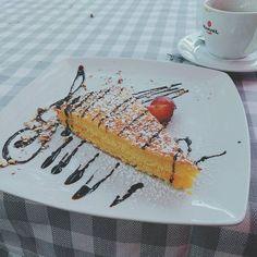Zum #Nachtisch gab es heute einen Orangen #Kuchen welcher interessanterweise leicht nach #Sanostol schmeckte trotzdem extrem #Lecker!  #yammy #Berlin #Rossosiena #italienisch #essen #kuchenzeit #kuchenliebe #Mittagessen #foodgasmde #foodlove #foodblogger #foodporn #cake #dessert #