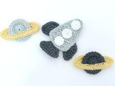 Crochetar applique pequeno Croché Foguete, Disco Voador -  /   Crochet applique small Crochet Rocket, Flying Saucer-