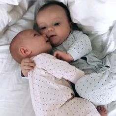 Aww so cute twins ? Tag your friends Tag your baby Aww so cute twins ? Tag your friends Tag your baby accounts Tag parents DM for credit So Cute Baby, Cute Baby Twins, Cute Funny Babies, Twin Baby Girls, Baby Kind, Twin Babies, Baby Love, Babies Pics, Cute Baby Boy Pics