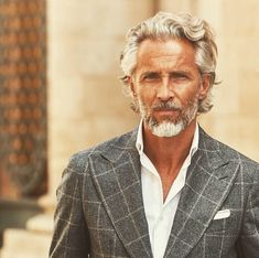 Hair And Beard Styles Silver Foxes ; Hair And Beard Styles - Long Gray Hair, Men With Grey Hair, Old Man Long Hair, Older Mens Hairstyles, Haircuts For Men, Hair And Beard Styles, Curly Hair Styles, Terno Casual, Handsome Older Men
