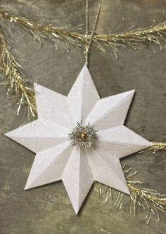 glitzerndes Dekorpapier für den Weihnachtsstern verwenden - 3D Sterne selber machen