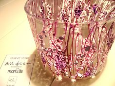 Cestello in PVC bianco rosa e viola dipinta a mano  info.mandulis@gmail.com
