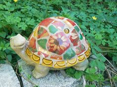 Sweet little Turtle project!  Broken China Mosaic Turtle- Garden Art