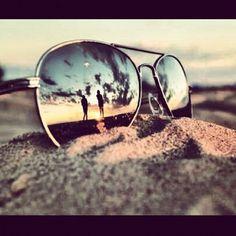 ¡Las gafas de sol siempre nos permiten realizar imágenes tan chulas como ésta! #gafas #playa #ideas