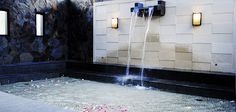 Relaxing yourself with the sensation of relaxation in a natural hot water.