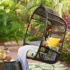 "Hippy, happy and fun? Sure thing. But also: Durable and downright practical. After all, our outdoor Swingasan® features an airy, open-weave back, side compartments for your drink and a canopy that provides cool shade. All in weather-proof synthetic rattan that's been woven by hand over a sturdy, rust-resistant metal frame. Swingasan® Stand sold separately.<span id=""mini-upsell"" data-launch=""true"" data-required=""false"" data-product=""..."