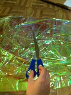 Cosplay Costume Cellophane wing tutorial - In this tutorial I will be covering how I make a purely cellophane wing. Lets start with the tools that you will need! When making ANY product it is important to have the minimum in proper tools to… Fairy Costume Diy, Fairy Cosplay, Diy Costumes, Fairy Wings Costume, Demon Costume, Cosplay Wings, Tinker Bell Costume, Diy Fairy Wings, Diy Wings