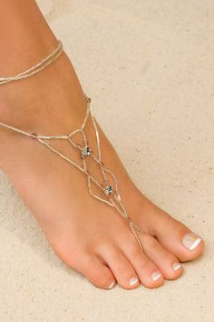 Why not wear Celtic jewelry on your lovely little feet! Adorn your feet with our new 'Foot Jewelry' made from a combination of Svarovski crystals and glass beads. Sold in pairs. Beach Foot Jewelry, Beach Shoes, Beach Sandals, Beach Feet, Beautiful Toes, Schmuck Design, Bare Foot Sandals, Shoes Sandals, Women's Feet