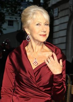 Helen Mirren has gray hair and a sense of humor Helen Mirren Hair, Silver Haired Beauties, Dame Helen, Pink Perfume, Like Fine Wine, Betty White, Going Gray, Anniversary Ideas, Gray Hair