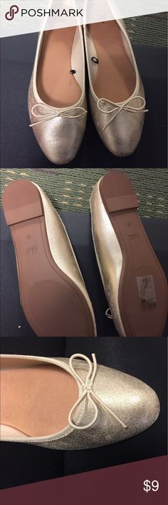 NWOT Gold flats from H&M size 8 Never worn (they don't fit me!) size 8 gold flats No trades. H&M Shoes Flats & Loafers