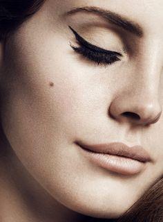 i want Lana Del Rey's makeup artist
