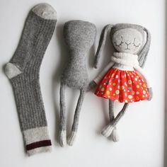 Diy Crafts - sockbunny,sculptedsock-The evolving sock sockdoll sockbunny sculptedsock sculptedsocksecrets Fabric Toys, Fabric Crafts, Sewing Crafts, Paper Toys, Doll Patterns, Sewing Patterns, Fabric Doll Pattern, Sock Bunny, Sock Crafts