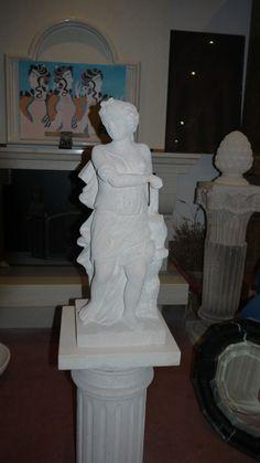 Scultura in pietra - http://achillegrassi.dev.telemar.net/project/scultura-pietra-5/ - Splendido esempio di una scultura in Pietra bianca del Palladio levigata raffigurante una fanciulla.  Dimensioni: – 80cmx 30cm x 30cm