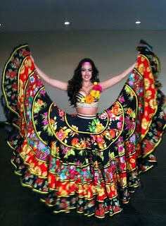 Miss Universe: Miss Colombia World 2012 Barbara Turbay's National Costume for Mi… Vestido Charro, Miss Colombia, Mexican Costume, Flamenco Skirt, Gypsy Girls, Mexican Fashion, Quince Dresses, Mexican Dresses, Gypsy Dresses