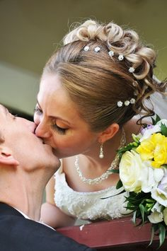 Curlies in der Brautfrisur