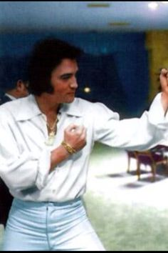 """Elvis cutting up with Muhammad Ali in his hotel suite after the """"aloha from hawaii"""" concert 1973."""