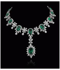 Real Diamond Necklace, Bridal Jewelry Vintage, Vogue Editorial, Emerald Jewelry, Emerald Necklace, Gold Jewellery Design, Vogue India, Saul Leiter, Glamour