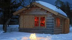 In only 11 square meters or approximately 118 square feet a family of four spends their weekend and holidays together, not far from Trondheim in Norway. The Norwegian architect couple Anne Lise Bjerkan and Bendik Manum wanted to build a cabin with little need of maintenance and that would be easy to heat up.