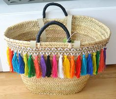 Items similar to Capazo Iris on Etsy Summer Handbags, Summer Bags, Crochet Shoulder Bags, Diy Tote Bag, Basket Bag, Ikea Basket, Rope Crafts, Embroidered Bag, Basket Weaving