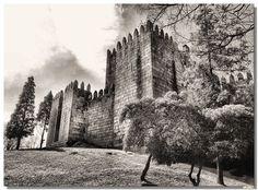 Castelo de Guimarães by Vítor Ribeiro on 500px
