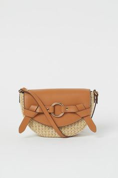 Saddle bag in imitation leather with a braided imitation straw finish. Imitation leather flap with decorative tabs and a metal ring at the front, a magnetic Kenzo, Jacquemus, Textiles, H&m Gifts, Moda Online, Parisian Style, Beige Color, Brown Beige, Fashion Company
