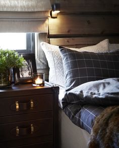 Urban Industrial Decor Tips From The Pros Have you been thinking about making changes to your home? Are you looking at hiring an interior designer to help you? Loft Design, House Design, Old Cabins, Style Rustique, Style Deco, Lodge Decor, Sweet Home, Cottage Interiors, Cozy Cabin