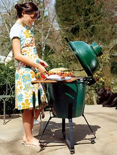 How to Clean the Grill -- Easy tips for preparing and cleaning your grill for your next cookout. Large Green Egg, Big Green Egg Grill, Green Eggs, Barbecue, Bbq Grill, Grilling Tips, Grilling Recipes, Smoker Recipes, Green Egg Cooker