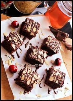 BROWNIES COKLAT Panggang Klasik no Mixer untuk adik tersayang :) Brownie Cake, Fudge Brownies, Chocolate Brownies, Brownies Kukus, Easy Cake Recipes, Brownie Recipes, Dessert Recipes, Desserts, Best Chocolate Brownie Recipe