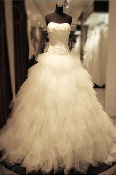 Luxurious Ball Gown Strapless Natural Chapel Train Tulle Ivory Sleeveless Lace-up Corset Wedding Dress with Feathers KT3310 #weddingdress #cocomelody