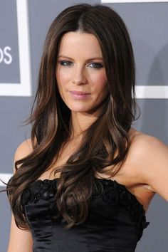 Coiffure Chameleon, Kate Beckinsale – Long and tousled or gathered up Kate Beckinsale Hair, Kate Beckinsale Pictures, Brunette Actresses, Hair Styles 2014, Up Styles, Kate Hudson, Celebrity Hairstyles, Beautiful Actresses, Gorgeous Women