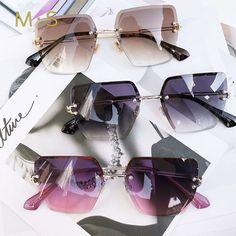2018 New oversized sunglasses for Women Square Sunglasses Women Mirrored Glasses Fashion Female designer sunglasses sol Reflective Sunglasses, Oversized Sunglasses, Mirrored Sunglasses, Glasses Frames Trendy, Cute Glasses, Sunglasses Accessories, Sunglasses Women, Fashion Accessories, Stylish Sunglasses