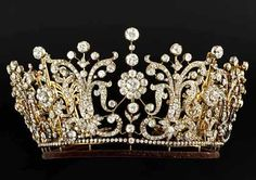 Most people (me included) only know Fabergé from his famous Fabergé Eggs. Did you know he also made tiara's like this one? Isn't it fabulous?    This particular one was worn by Princess Margaret during her wedding in 1960.    It was sold at Christies for 1.75 million Euro's!