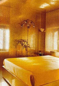 Golden interior gold bed room deco Dolce & Gabbana's gold guest bedroom. So likeyyyyy!