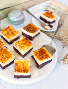 Creme brulée cheesecake brownie Creme Brulee Cheesecake, Cheesecake Brownies, Cake Cookies, Cornbread, Food And Drink, Pudding, Sweets, Baking, Ethnic Recipes