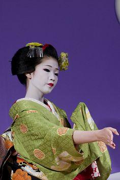 Maiko ( Geisha apprentice)