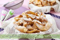 Chiacchiere di carnevale, buonissime, fraganti. Sono dolci di carnevale tipici. Facili da preparare, per feste e buffet di carnevale, dolci veloci
