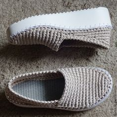 This Pin was discovered by ayş Crochet Sandals, Crochet Boots, Love Crochet, Crochet Clothes, Knit Crochet, Knitted Slippers, Slipper Socks, Knit Shoes, Sock Shoes