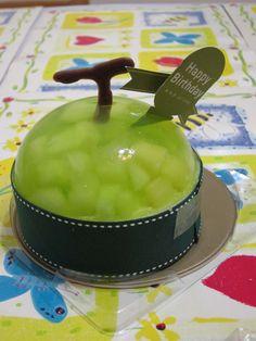 What a cute birthday cake!