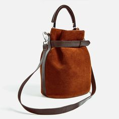 Check out the bucket bag, AKA fall's must-have handbag style that's selling out everywhere. Fall Handbags, Fashion Handbags, Tote Handbags, Purses And Handbags, Fashion Bags, Leather Handbags, Leather Wallet, Leather Bag, Zara
