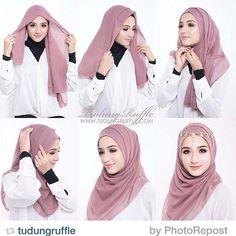 Dress brokat hijab simple 58 super ideas Source by – Hijab Fashion 2020 Square Hijab Tutorial, Simple Hijab Tutorial, Hijab Simple, Hijab Style Tutorial, Hijab Dress, Hijab Outfit, Turban Hijab, Tutorial Hijab Pesta, Hijab Mode Inspiration