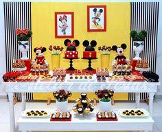 Festa Mickey e Minnie para irmãos: 30 ideias para inspirar! Mickey and Minnie Brother and Sister Birthday Party: 30 ideas to inspire! Theme Mickey, Fiesta Mickey Mouse, Mickey Mouse Parties, Mickey Party, Mickey Minnie Mouse, Disney Parties, Mickey Mouse Clubhouse Birthday, Mickey Mouse Birthday, Twin Birthday Parties