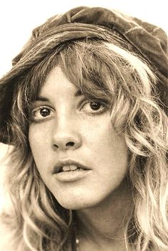 Stevie Nicks: Fleetwood Mac has a great body of work but the story behind the Rumours Album is something else. Stevie Nicks 70s, Stevie Nicks Fleetwood Mac, Stevie Nicks Young, Buckingham Nicks, Lindsey Buckingham, Beautiful Voice, Beautiful People, Stephanie Lynn, My Sun And Stars