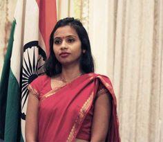 गिरफ्तारी के दौरान कई बार रो पड़ी थीं देवयानी, पढ़िए महिला डिप्लोमैट की आपबीती  http://www.bhaskar.com/article-ht/NAT-usa-wants-india-to-follow-vienna-convention-in-devyani-issue-4467793-NOR.html