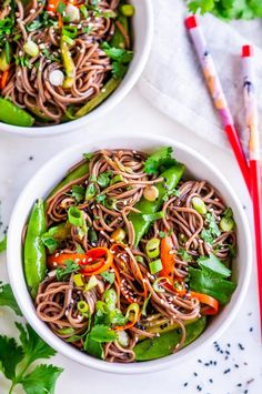 Soba Noodle Salad with Sesame Soy Dressing - A chilled, vegan soba noodle dish chock full of veggies and a flavorful soy sesame dressing. Vegetarian Recipes, Cooking Recipes, Healthy Recipes, Vegan Meals, Healthy Meals, Delicious Recipes, Buckwheat Soba Noodles, Soba Salad, Asia Food