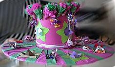 Uit het thema Moederdag het knutselidee: Bloemenhoed Paper Ornaments, Sculpture, School, Hats, Carnival, Costumes, Fashion Styles, Eyewear, Paper Decorations