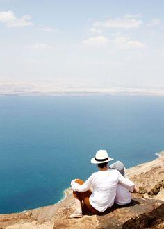 Totes Meer (Dead Sea), Jordanien. Vom Dead Sea Panoramic Complex hat man einen fantastischen Blick. Jordanien: Highlights und Impressionen von einer Rundreise mit Schulkind. Mehr dazu auf www.berlinfreckles.de Totes Meer, Panama Hat, Highlights, Wanderlust, Vacation, World, Places, Travelling, Happiness